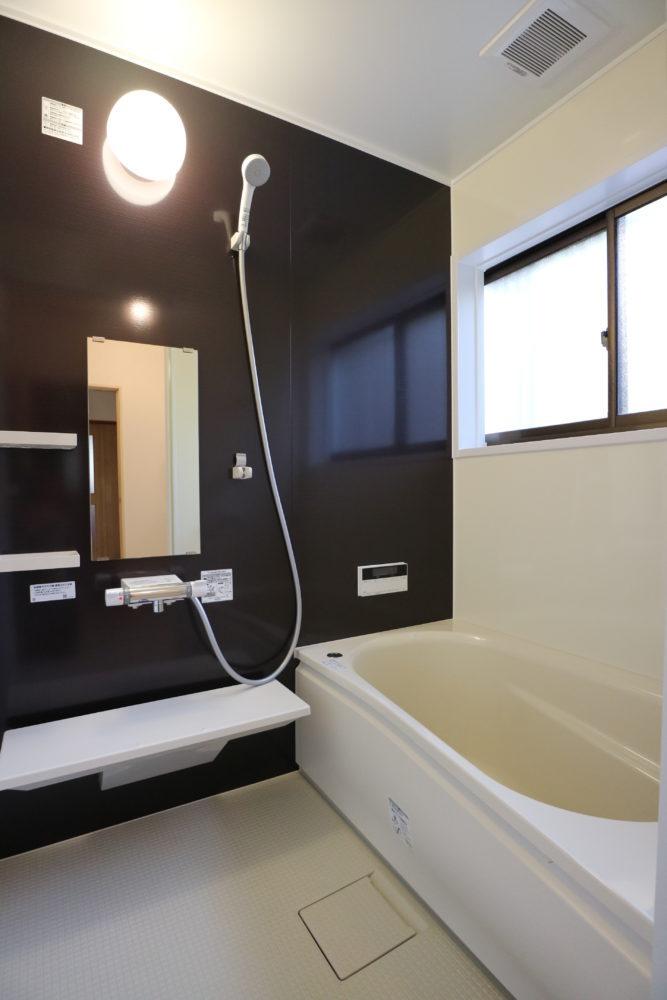 浴室/ユニットバス 0.75坪サイズ 追焚き機能付 節水型のエアインシャワー、軽量タイプの2枚フタ付