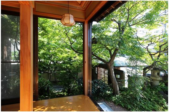 L型の広縁。 和室の障子を開け放てば 庭が眺められる設計です。
