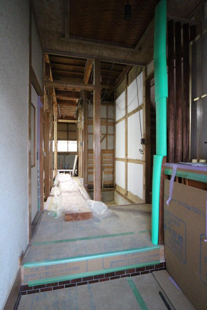 玄関ホールと廊下