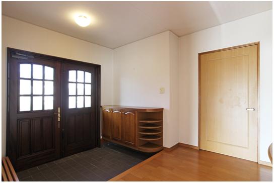 玄関ホール6帖/玄関収納は造り付けです。
