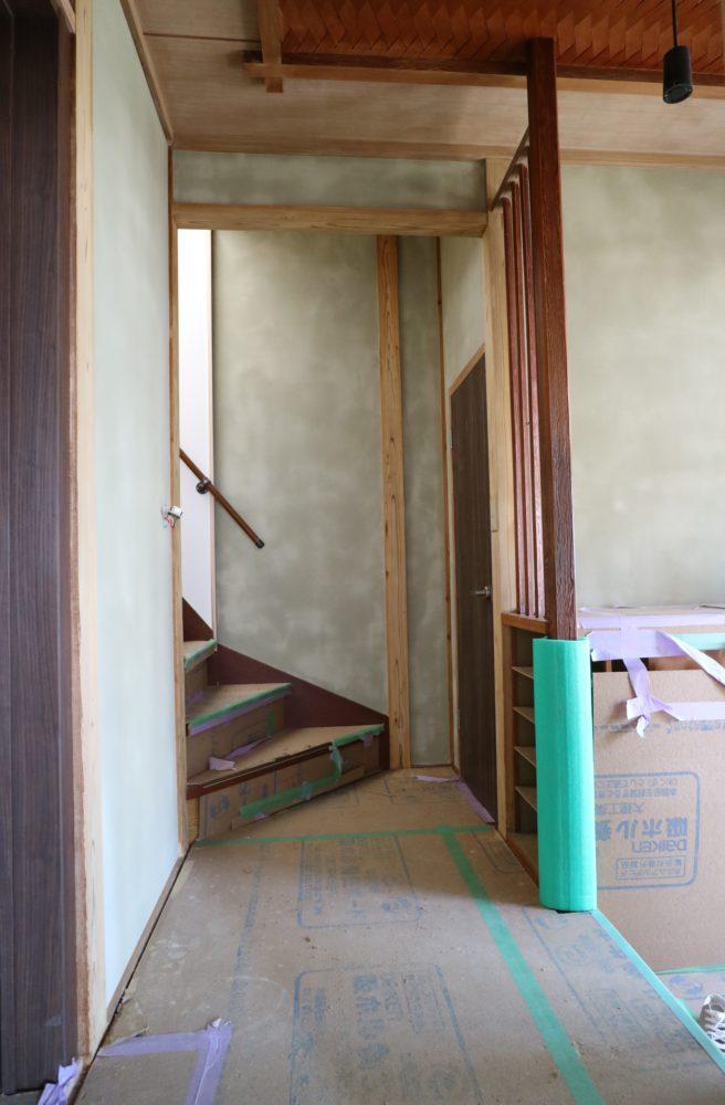 ホール(塗りたてでまだらに見えますが 乾いたらきれいになります。)