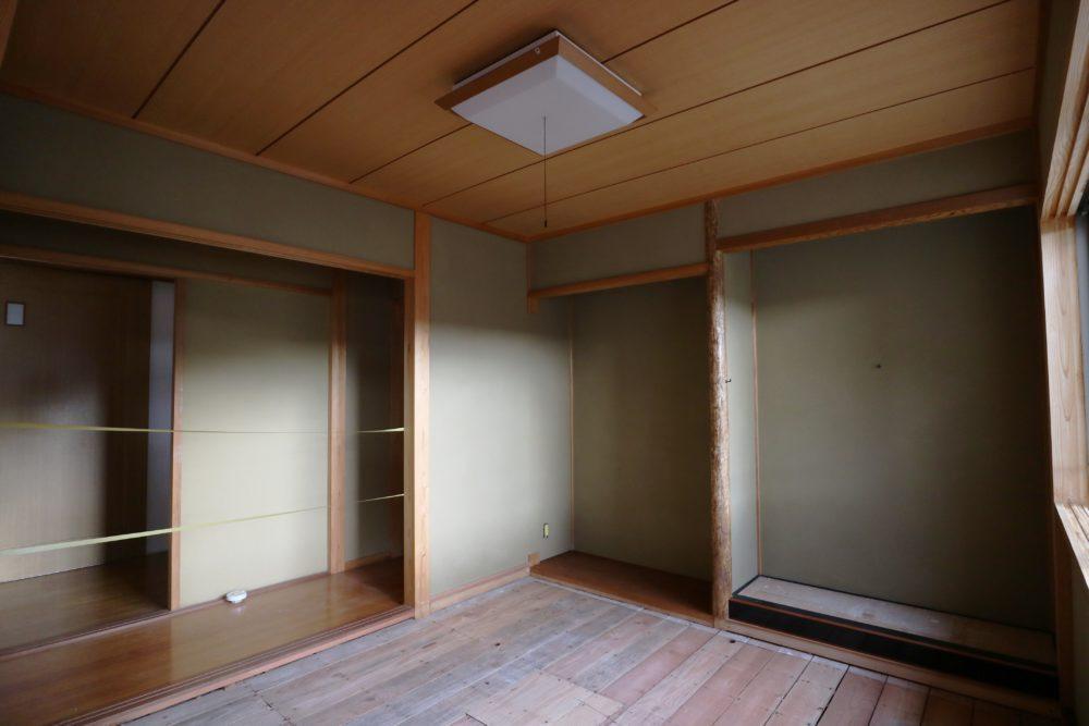 4帖半の和室は 壁のジュラクを塗り替え