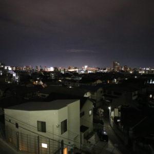 夜、2階外廊下からの眺め