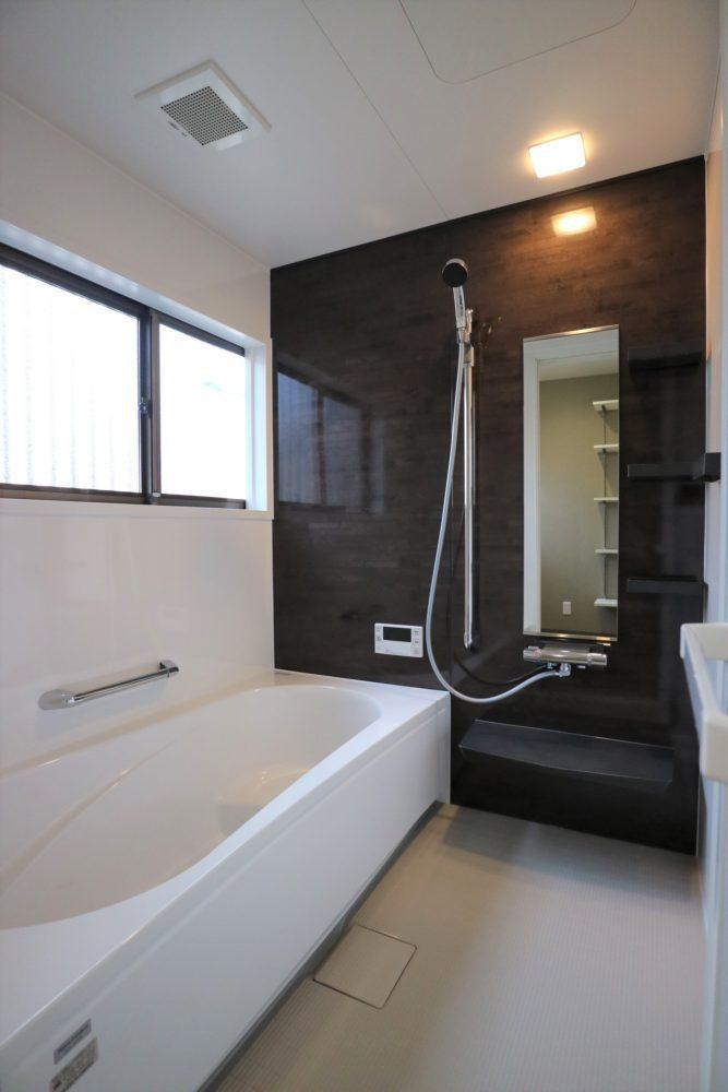 浴室/保温材装備のユニットバス1坪サイズ。 ガス給湯器は、追炊き機能付き◎ ホーローの壁でお手入れラクラク!