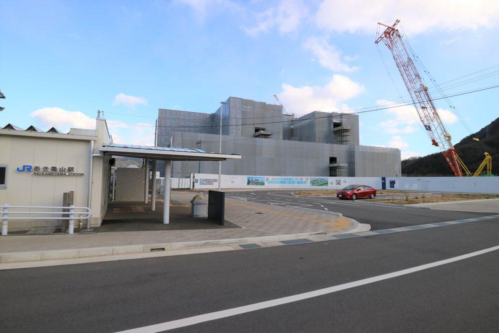 「可部」駅へ2駅8分、「緑井」駅へ7駅24分、「広島」駅へは51分のアクセスです。