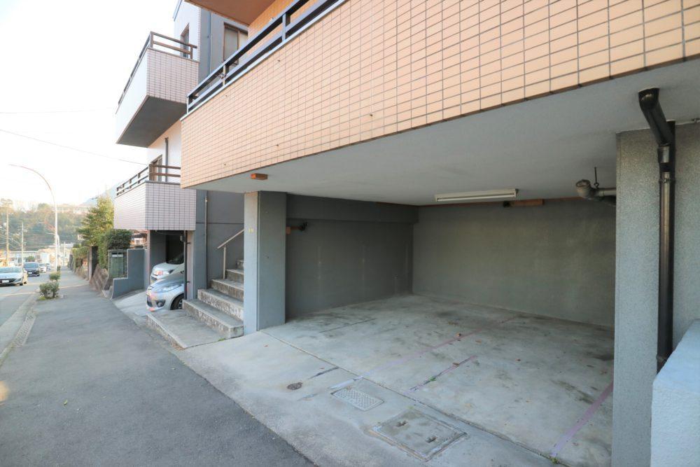 地下駐車場 幅430×奥行427×高さ203センチ