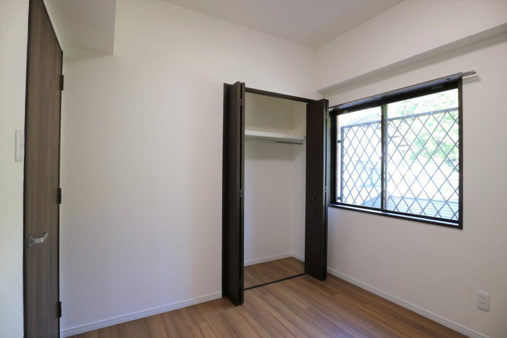洋室②4.5帖、収納付き。